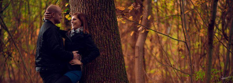 Photo de couple en forêt