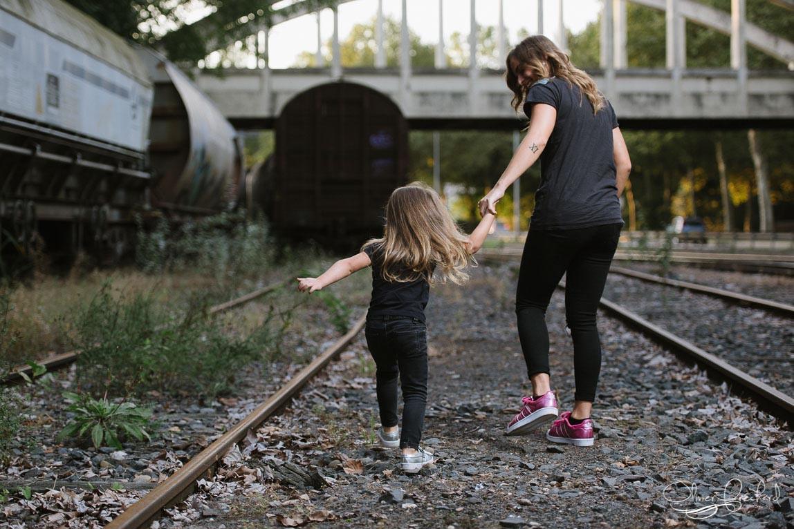 Photo de famille dans des friches ferroviaires à Strasbourg
