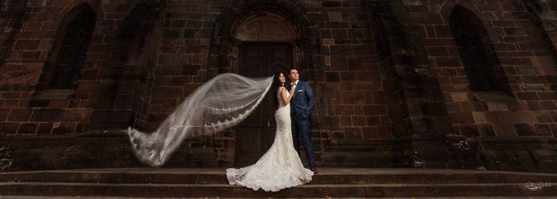Photo de mariage devant l'église d'Hagueneau